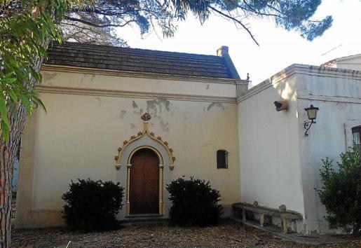 Vista exterior del oratorio del Mas Miró, construido y bendecido en 1916, en su estado actual.