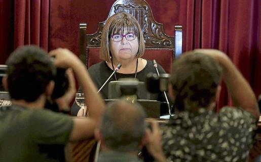 La presidenta Xelo Huertas tiene derecho a nombrar a tres subordinados a dedo.