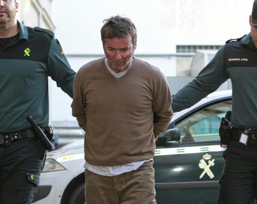 Warren Little, el autor confeso de matar a Lisa Jane, a su llegada a los juzgados de Vía Alemania.