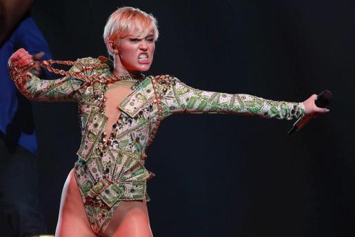 La cantante norteamericana Miley Cyrus, durante un concierto que ofreció en el Palau Sant Jordi, en Barcelona, en 2014. s