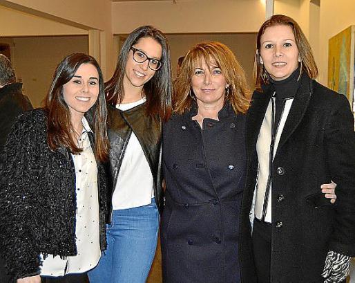 Xisca Mas, Marga Bernat, Xisca Font e Isabel Bennàssar.