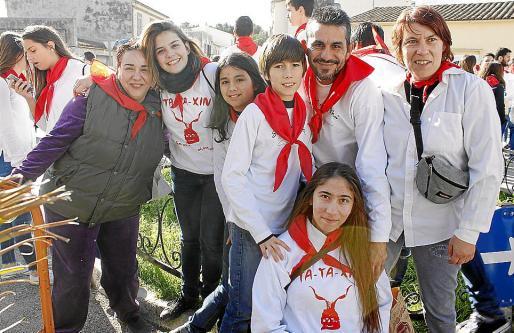 Justa M. Pinilla, Laura Los Huertos, Sofía Paredes, César Paredes, José Paredes, Nerea Espinar y Cati Riutort.