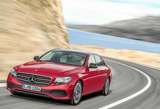 La gama arrancará con el E 200, con motor de gasolina y el E 220 D, con nuevo motor diesel.