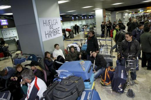 Afectados por el cierre de Air Comet en Barajas.