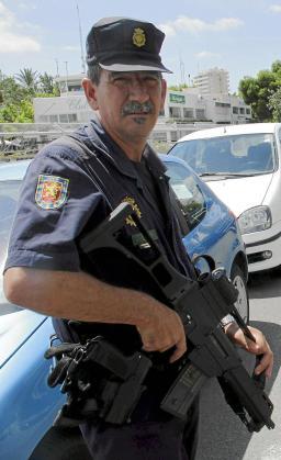 La Unidad de Intervención Policial, realizando un contro en el Passeig Marítim de Palma.
