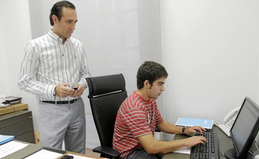 El presidente del PP balear, que en la foto aparece junto a Jaume Martorell, tiene blog propio.