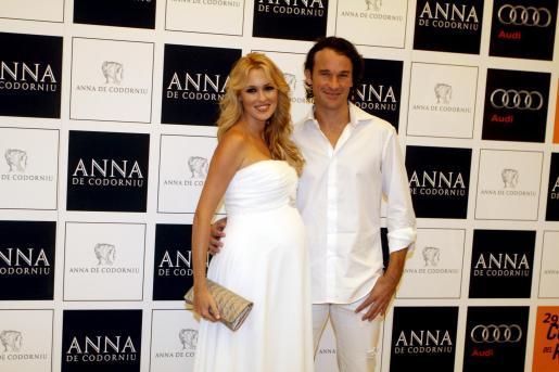 Carlos Moyà y Carolina Cerezuela, muy felices ante la inminente llegada de su hija.