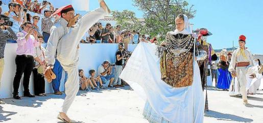 El viernes 12 es el día grande de Santa Eulària con misa, procesión, ball pagès, talleres, exposiciones, olimpiadas juveniles y el concierto de Projecte Mut.
