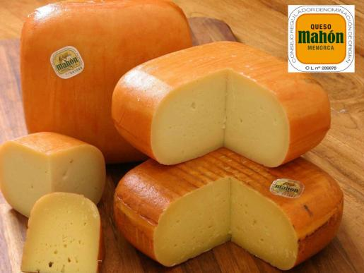 La denominación de origen protegida queso Mahón - Menorca da cobertura a los quesos que se elaboran en la isla con técnicas tradicionales.