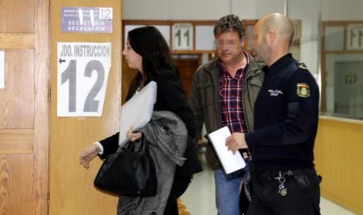 El mando detenido, este viernes tras recoger el auto del magistrado que ordenaba su ingreso en prisión.