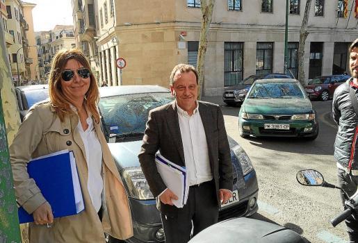 Los fiscales Ana Lamas y Pedro Horrach, tras reunirse con varios abogados.