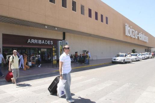 Terminal de Llegadas del aeropuerto de Ibiza - Eivissa.