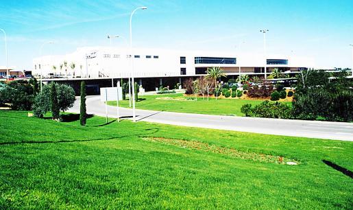 El aeropuerto se encuentra en Maó.