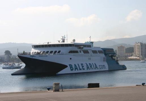 Uno de los buques de la flota de Baleària.