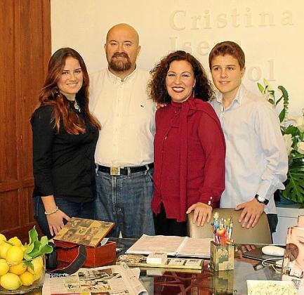 Con su marido, David Romero y sus hijos, Cristina y Lucas Romero Isern.