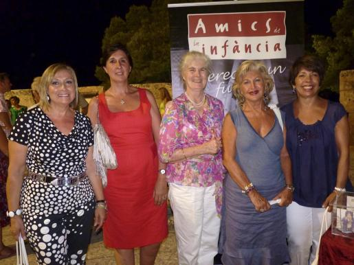Rafi Córdoba, Lourdes Thomás, Jeannine Cook, Araceli Vidal y Mari Moreno.