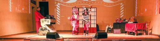 El Carnaval contó con un espectáculo en directo. Foto: ARGUIÑE ESCANDÓN