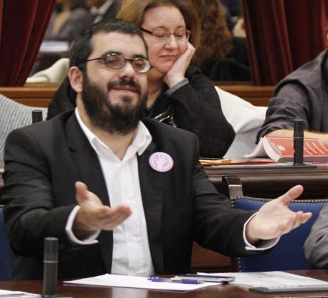 Vicenç Vidal, conseller de Agricultura, Medio Ambiente y Pesca, en el Parlament.