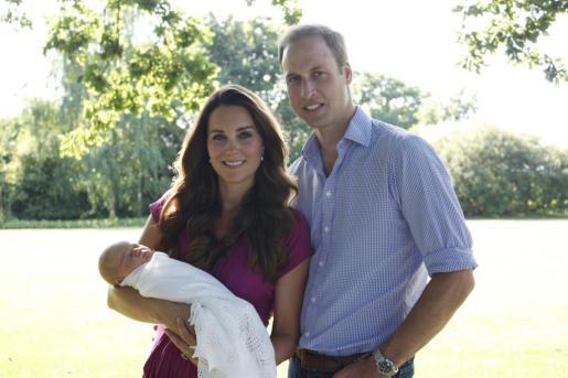 Medios locales informan que Guillermo y Catalina no estaban en el palacio en el momento del suceso.