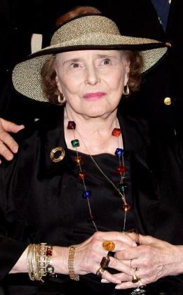 Fotografíade archivo que muestra a la actriz estadounidense Patricia Neal durante su asistencia al trigésimotercer crucero teatral en el Teatro Princesa Grace en Mónaco.