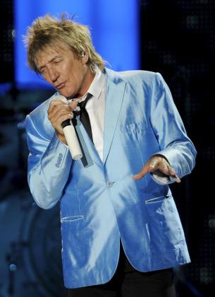 El veterano cantante ha anunciado que será padre de nuevo.