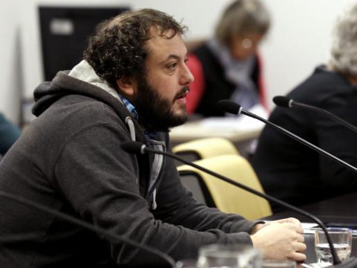 El concejal de Ahora Madrid Guillermo Zapata, hoy durante la comparecencia de la delegada de Cultura del Ayuntamiento de Madrid, Celia Mayer.