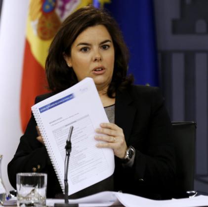 La vicepresidenta del Gobierno, Soraya Sáenz de Santamaría, durante la rueda de prensa tras la reunión del Consejo de Ministros, en el Palacio de la Moncloa.