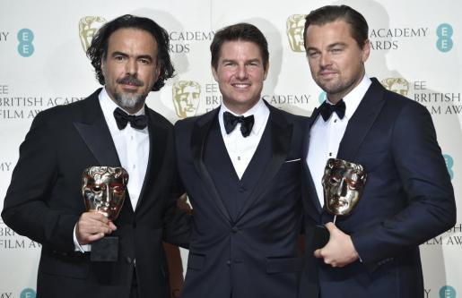 Tom Cruise, en el medio, junto a Alejandro González Iñarritu y Leonardo Di Caprio.