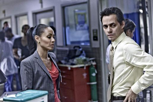 Fotograma en donde aparece el cantante puertorriqueño Marc Anthony junto a la actriz estadounidense ada Pinkett Smith en el papel de Christina Hawthorne.