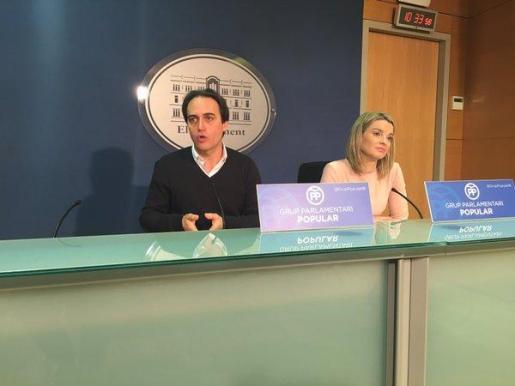 Álvaro Gijón y Margalida Prohens, durante la rueda de prensa.