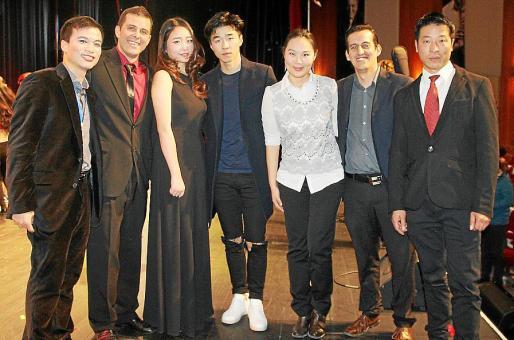 Minjiang Ju, Esteban Mazzola, Long Lin, el presidente de la asociación, Fang Ji; Shurum Li, Gonzalo Sánchez y Junlong Xu.