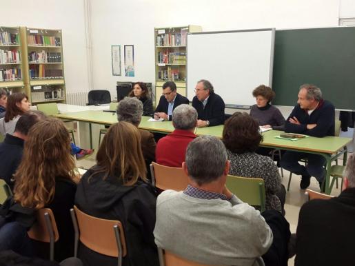 Momento de la reunión en el IES Binissalem.