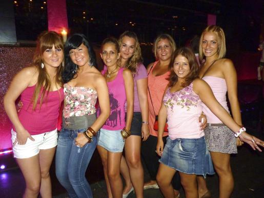 Silvia Tous, Verónica Paredes, Estefanía Ramírez, Carmen Navarro, Inés Comas, Luciana Yllanes y Esther Frau.