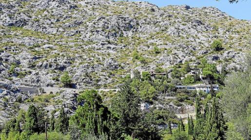 La urbanización de la Font lleva años paralizada pendiente de que el Ajuntament apruebe la dotación de servicios de la zona.