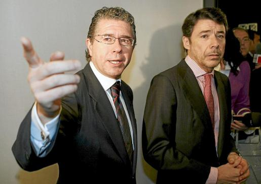 Imagen de archivo tomada en 2009 de Francisco Granados (actualmente en prisión) e Ignacio González.