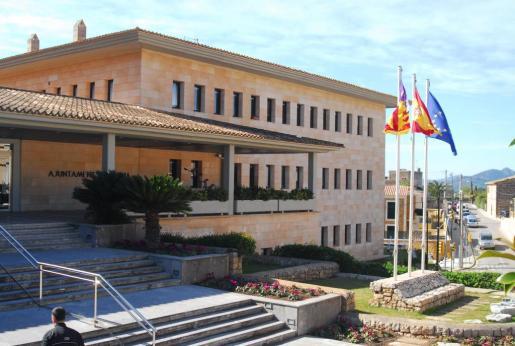 Fachada del Ajuntament de Calvià, situado en el núcleo poblacional de Calvià Vila.