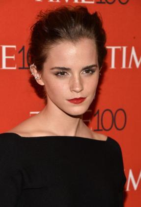 La actriz británica Emma Watson posa a su llegada a la gala de celebración anual del año de los 100 personas más influyentes en el mundo del 2014, según la revista Time en Nueva York (EE.UU.).
