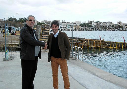 Tortella, regidor de Portocolom, y Garau, presidente del club, sellaron el acuerdo alcanzado.