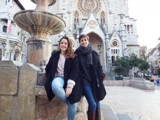 Naomi (izquierda) estudía Biología y Xisca, Sociología afrontan el reto con mucha ilusión.