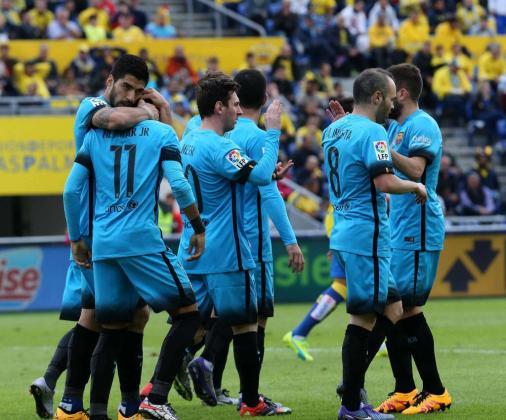 Neymar da Silva celebra con sus compañeros el gol que ha marcado ante el UD Las Palmas.
