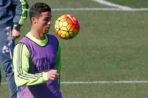 El delantero portugués del Real Madrid Cristiano Ronaldo durante un entrenamiento del equipo blanco en Valdebebas.