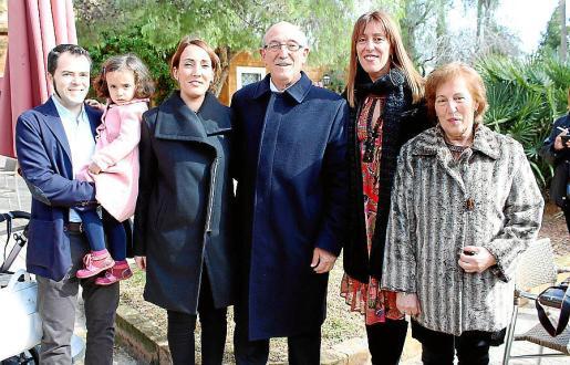 Francisco González con Paula González Cerdà, Paula Cerdà, Toni y Dami Cerdà y Magdalena Oller.