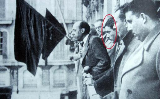 Jaume Garcias Obrador en el balcón del Cort republicano entre Emili Darder e Ignasi Ferretjans, entre otros.
