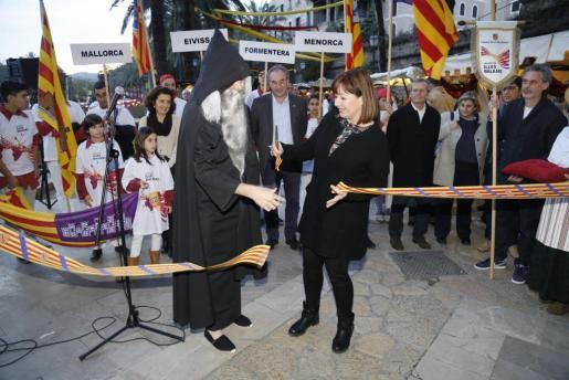 La presidenta Francina Armengol cortó la cinta inaugural de los actos de la Diada de Balears.