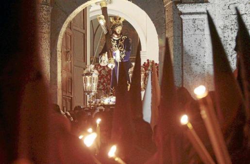 Todos los años, la salida de las distintas imágenes por la puerta de la Catedral deja imágenes muy bonitas y emocionantes.