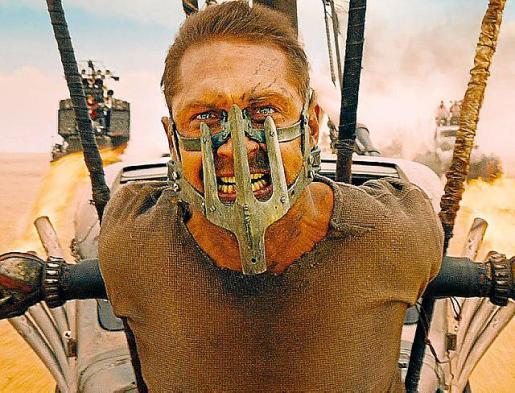 Tom Hardy, en un fotograma de la película 'Mad Max'.