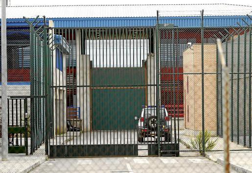 Actualmente, hay nueve policías locales en la cárcel de Palma y cinco en la Península.
