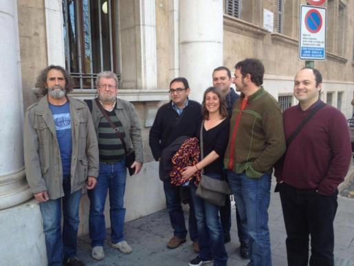 Representantes de la acusación, entre los que se encuentran Jaume Sastre (segundo por la izquierda) y Joan Lladó (tercero por la derecha).