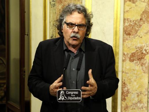 El portavoz parlamentario de ERC, Joan Tardá, durante la rueda de prensa posterior a la primera jornada de la sesión de investidura del líder socialista.