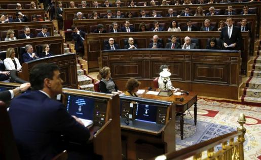 Mariano Rajoy y Pedro Sánchez en la segunda jornada del debate de investidura.
